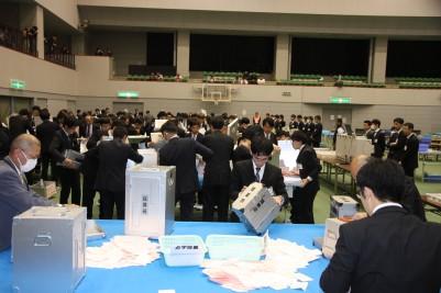 2019年尾道市議会議員、市長選開票開始.JPG