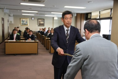 トップ当選した新田けんじさん.JPG