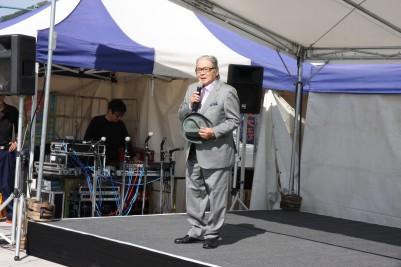 挨拶する鍛治川委員長.JPG