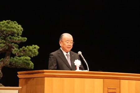 会員大会で挨拶する福井会頭.JPG