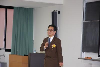 講師 小柳義夫教授.JPG