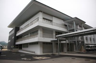 講堂兼体育館の外観.JPG