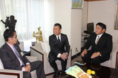 左より平谷市長、川原社長、片岡代表.JPG
