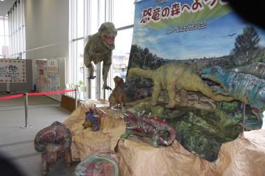 再生紙の恐竜.JPG