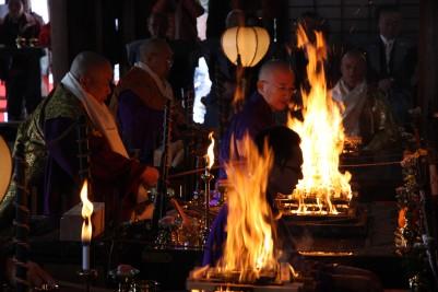 西國寺で星供節分会1.JPG